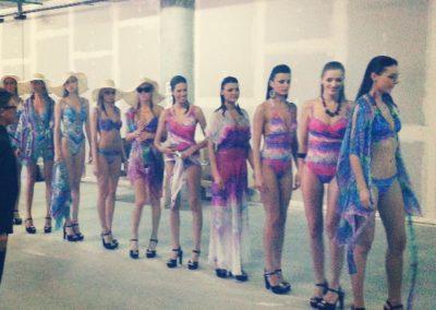 Съемки модного показа купальников